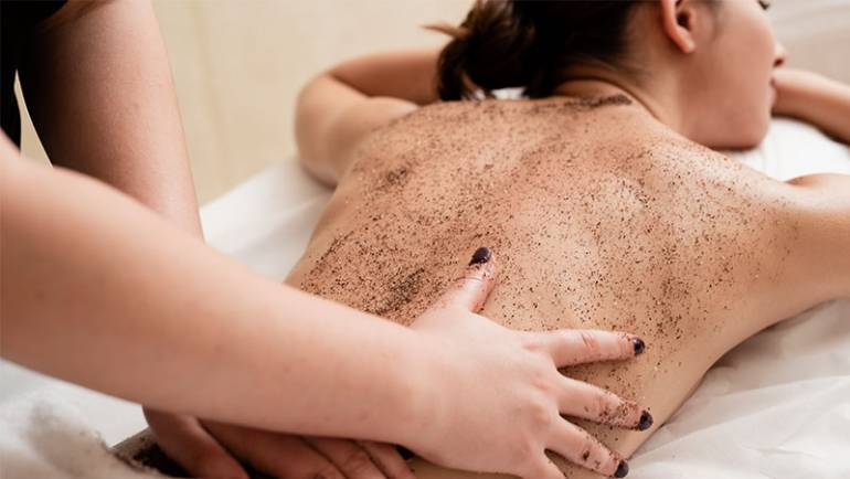 Why Exfoliate? 6 Benefits Of Exfoliation For Your Skin